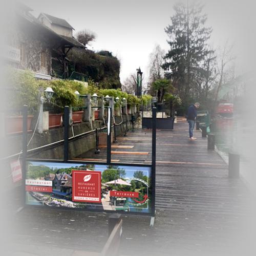Barrière de terrasse personnalisée - Auberge de Savières / C+ Communication