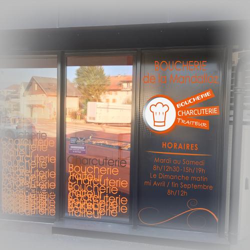 Habillage panneau horaires - Boucherie de la Mandallaz / C+ Communication
